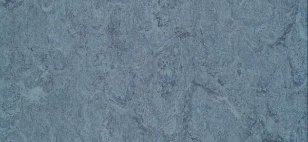 Dlw Flooring Marmorette AcousticPlus LPX 2121-022 autumn blue Linoleum Bahnenware